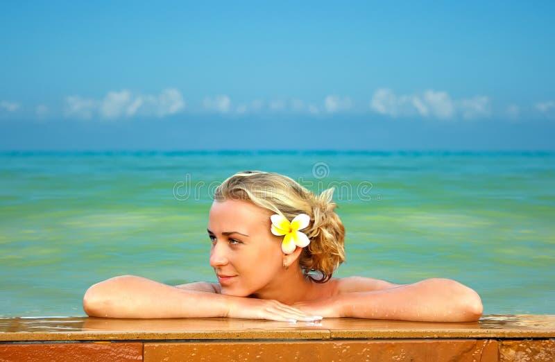 Blonde en Hawaii imagen de archivo libre de regalías