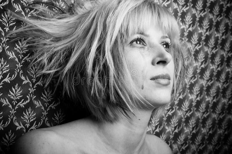 Blonde en rasgones imagen de archivo