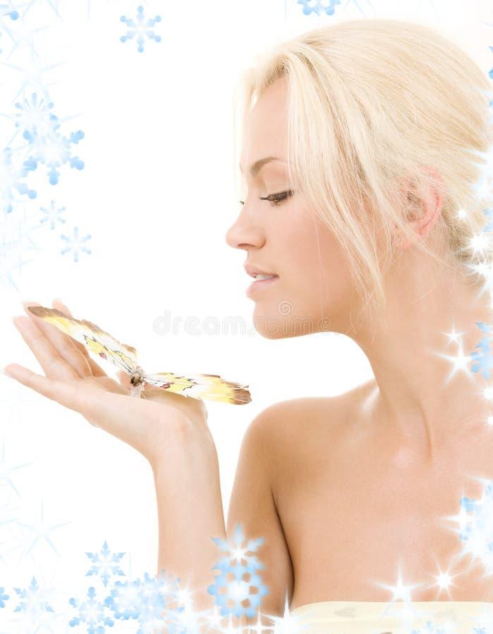 Blonde encantador com borboleta imagens de stock