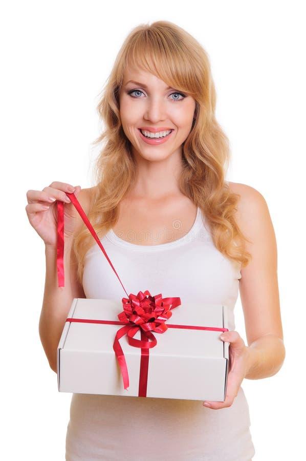 Blonde et un cadre de cadeau image stock