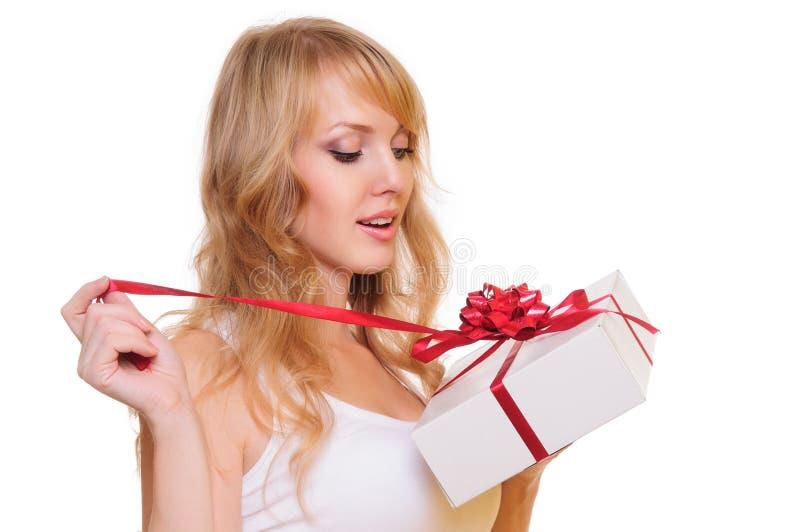 Blonde et un cadre de cadeau photo libre de droits