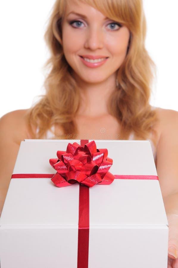Blonde et un cadre de cadeau image libre de droits
