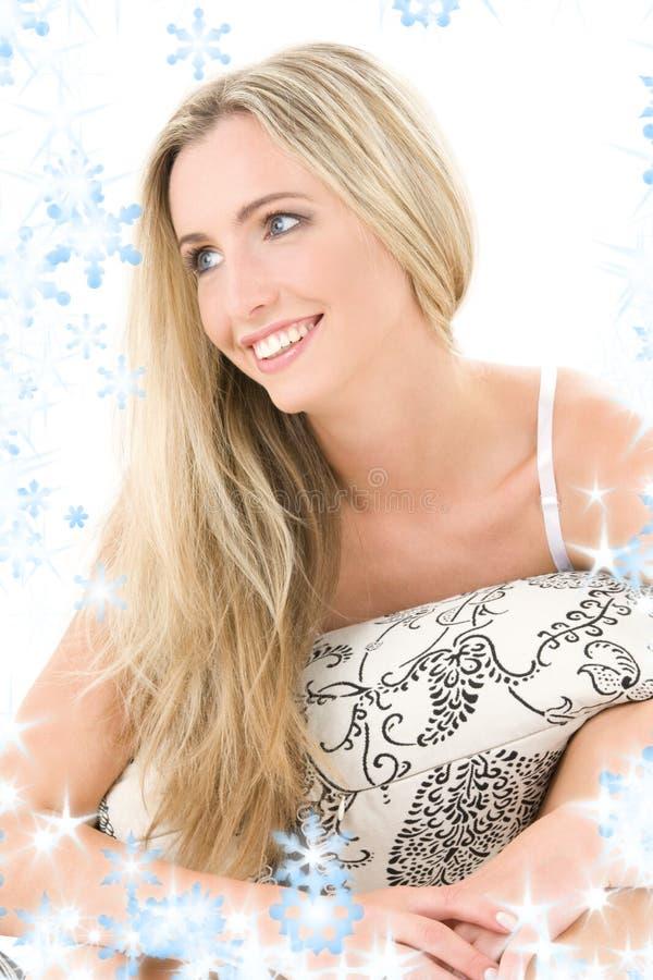 Download Blonde Feliz Con La Almohadilla Imagen de archivo - Imagen de looking, señora: 7150643