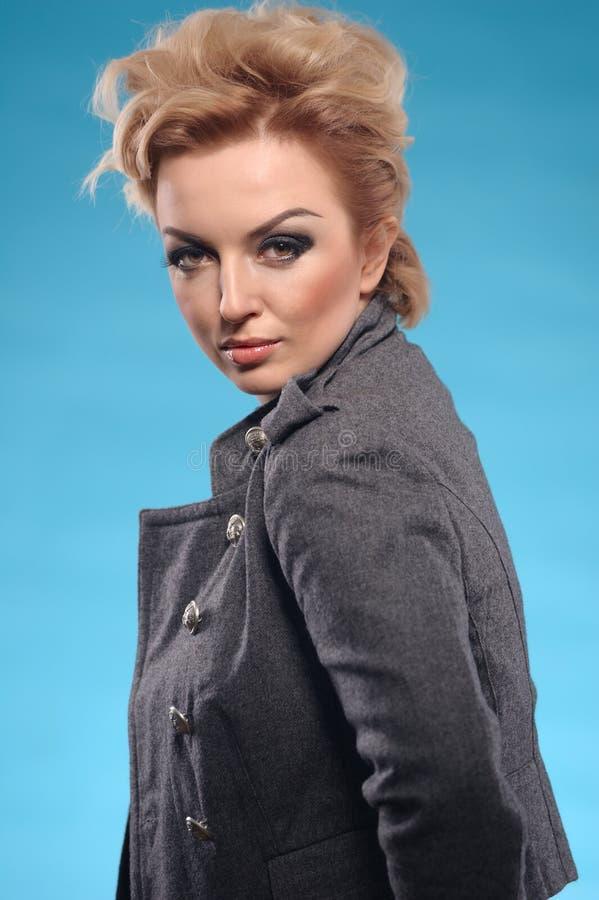 Blonde femme fatale stock foto