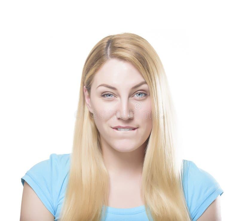 Blonde Frau biss ihre Lippe stockbild