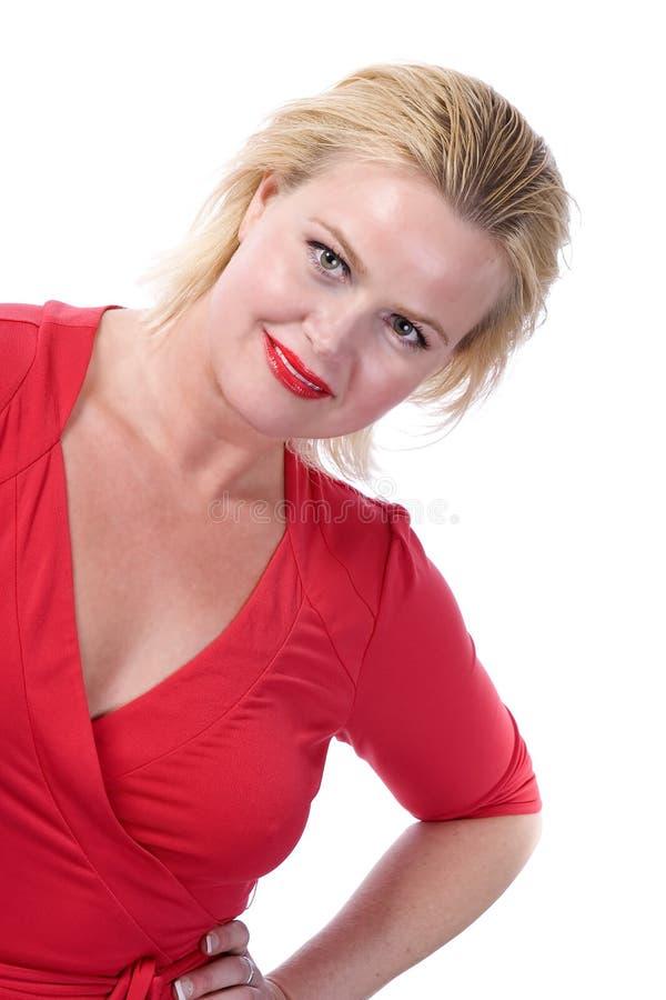 Blonde Frau im Rot lizenzfreies stockbild