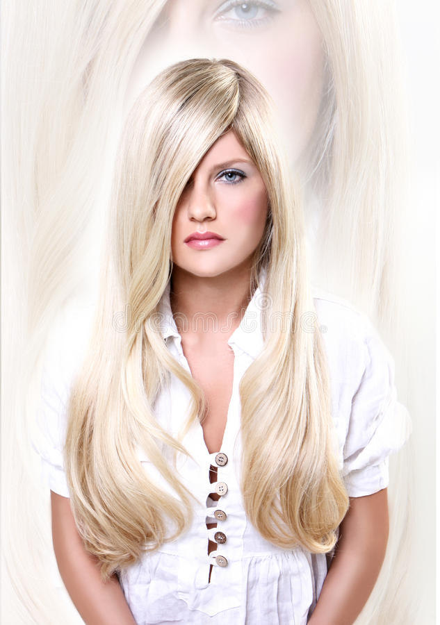 Blonde haired jonge vrouw royalty-vrije stock foto