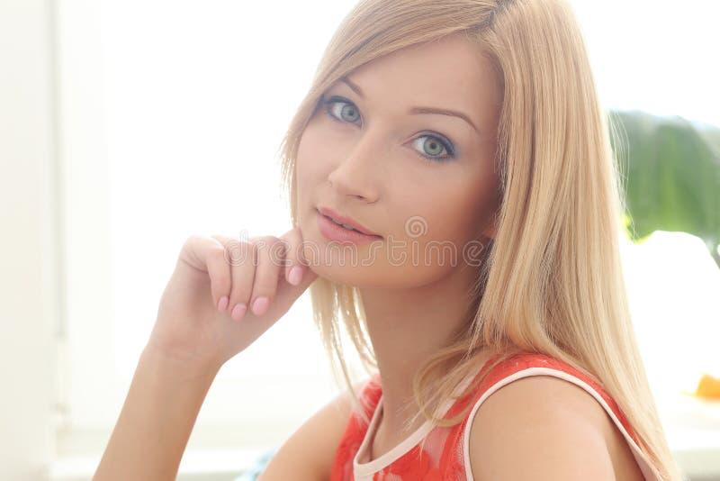Blonde hermoso imagenes de archivo