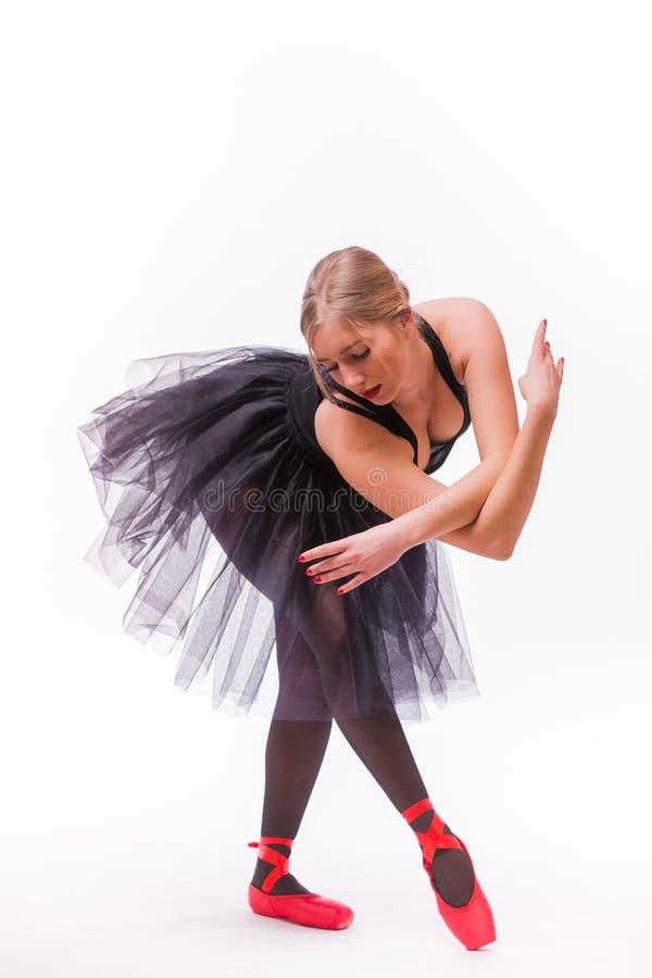 Blonde jonge mooie die balletdanser over witte achtergrond wordt geïsoleerd stock afbeeldingen