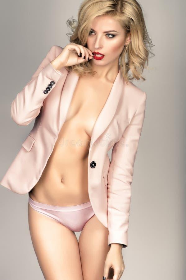 Download Blonde Jonge Vrouw In Pastelkleurlingerie En Jasje Stock Foto - Afbeelding bestaande uit hand, meisje: 54080032