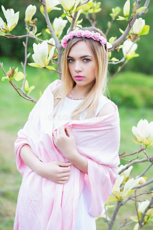 Blonde joven encantador fotografía de archivo libre de regalías