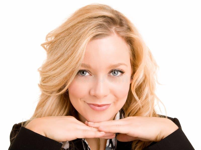 Blonde lächelnde Frauen-Aufstellung lizenzfreies stockfoto