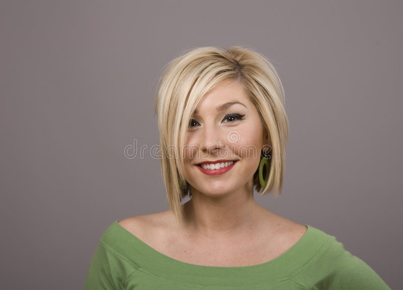 Blonde met Glimlach en Slordig Haar stock afbeelding