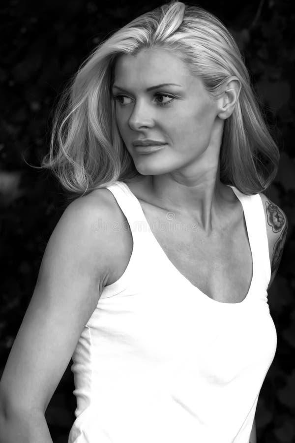 Blonde met Tatoegering royalty-vrije stock fotografie