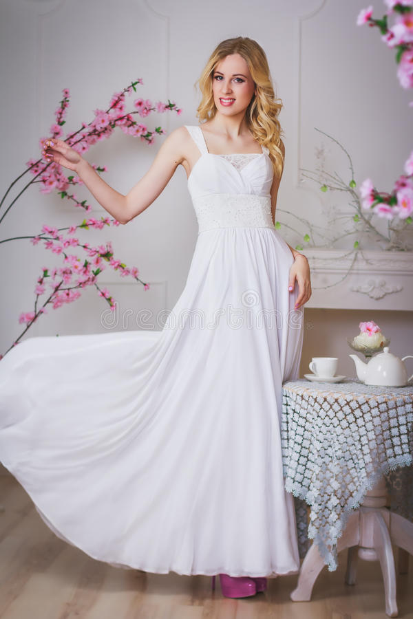 Blonde mooie bruid stock fotografie