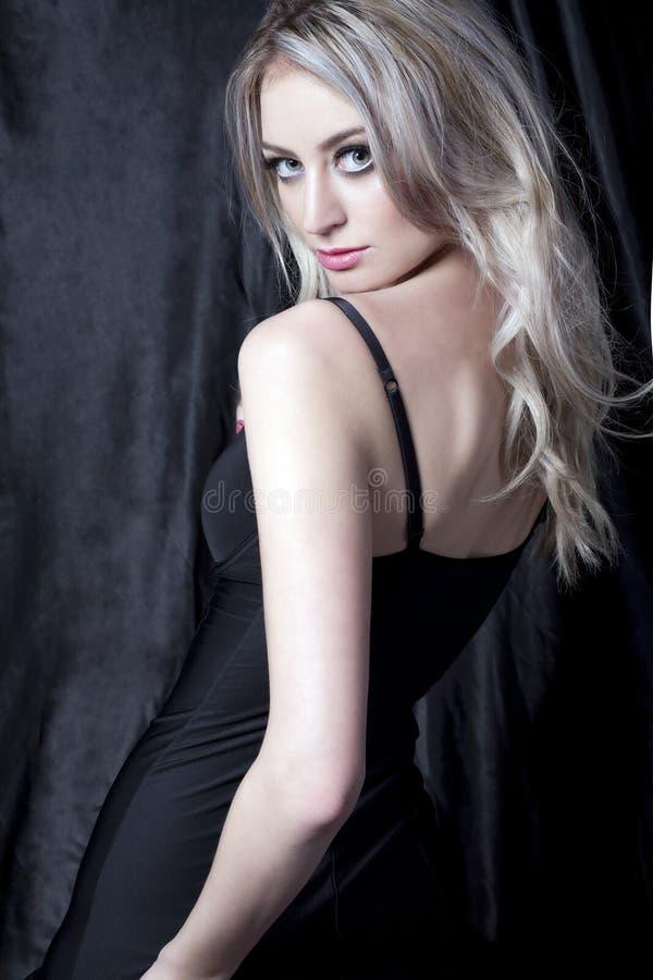 Blonde mystérieuse photographie stock libre de droits