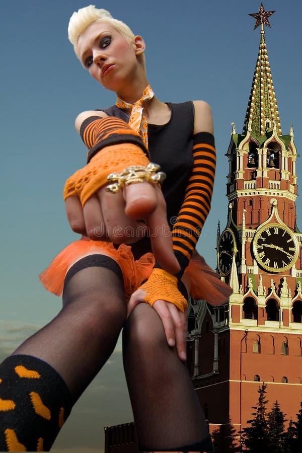 Blonde nei precedenti del Kremlin fotografie stock