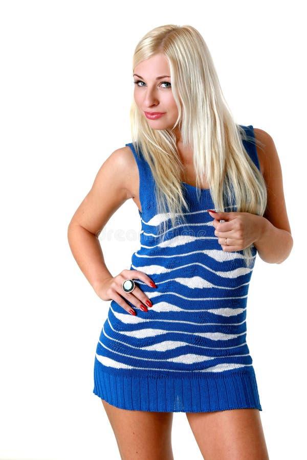 Blonde no revestimento sleeveless azul foto de stock royalty free