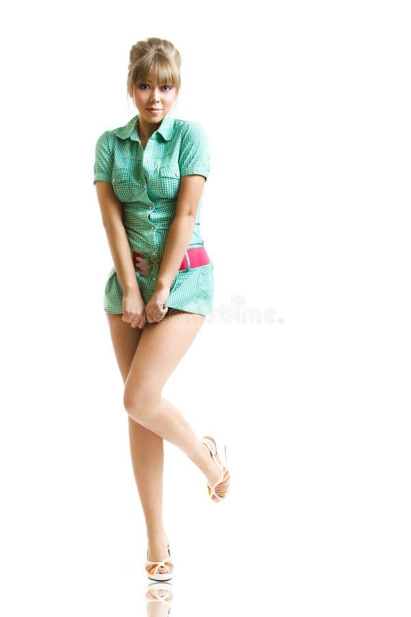 Blonde no vestido verde imagem de stock