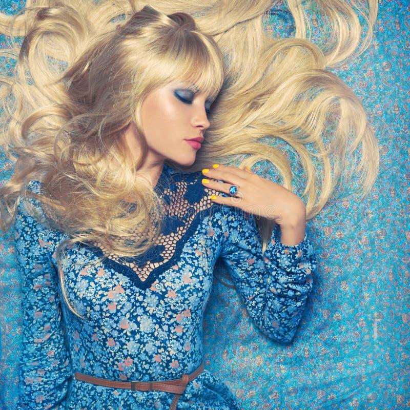 Blonde op Blauw stock afbeelding