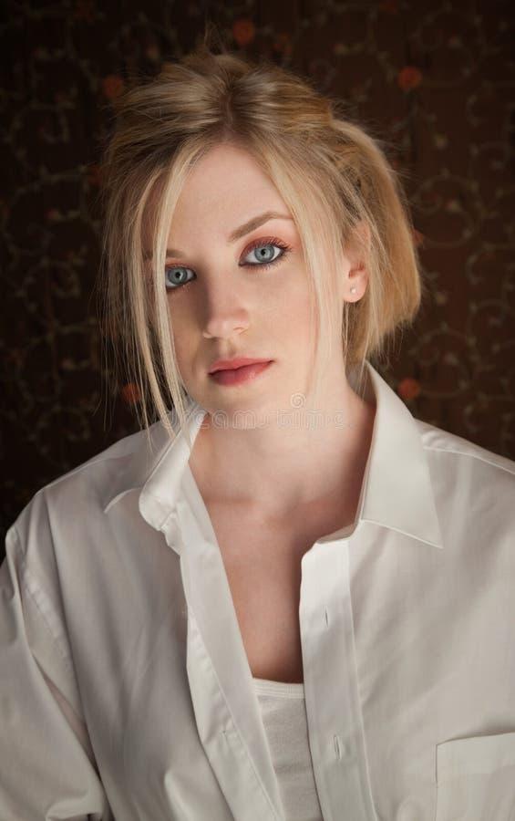 Blonde pensativo imagens de stock