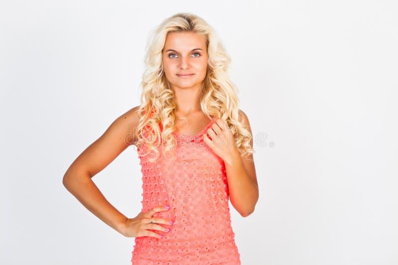 Blonde in roze kleding royalty-vrije stock foto's
