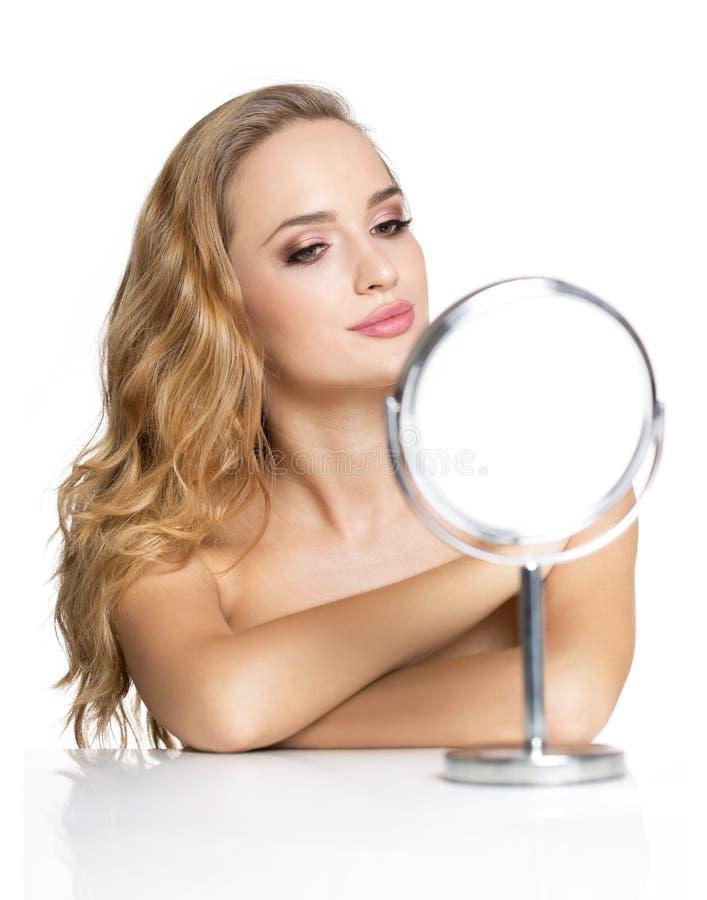 Blonde schoonheid in make-up royalty-vrije stock afbeelding