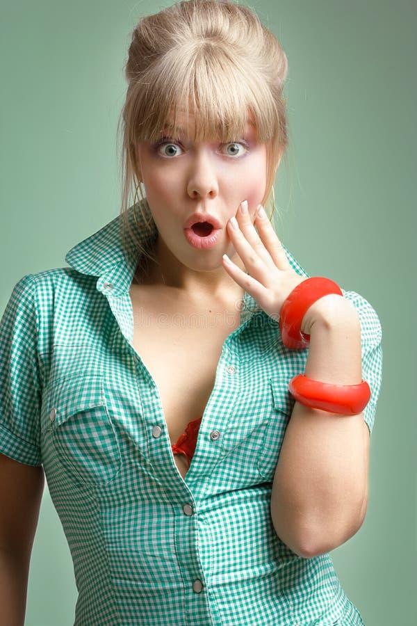Blonde sorpreso giovani fotografie stock libere da diritti