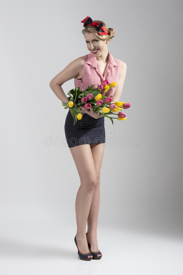 Blonde speld-omhoog met bloemen stock afbeeldingen