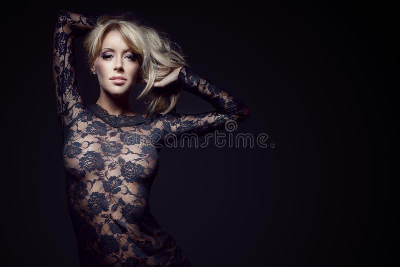 Blonde Splendido In Vestito Dal Merletto Fotografia Stock Libera da Diritti
