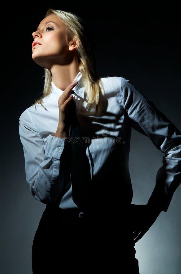 Blonde vorbildliche Haltung stockfotos
