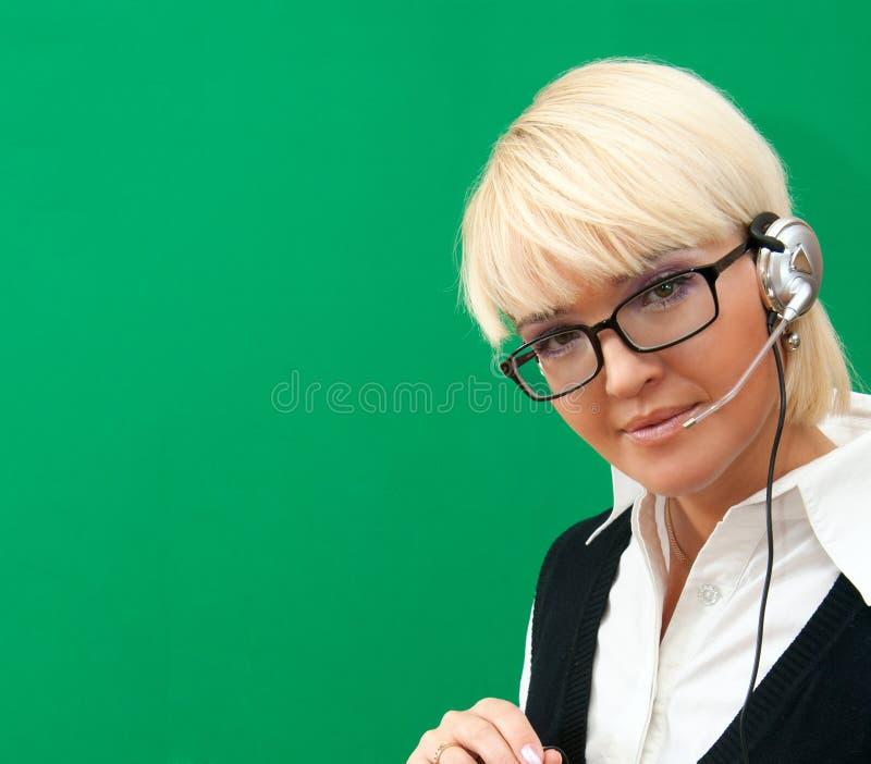 Blonde vrouw met hoofdtelefoon stock foto's