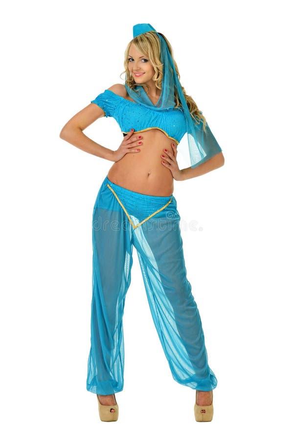 Blonde vrouw van Beautiul in het kostuum van de oostenschoonheid. stock fotografie