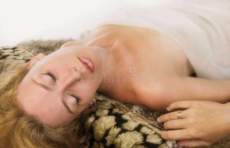 Blonde vrouw van de sensualiteit stock foto