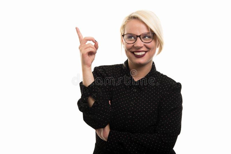 Blonde vrouwelijke leraar die glazen dragen die vinger op gebaar richten stock afbeeldingen