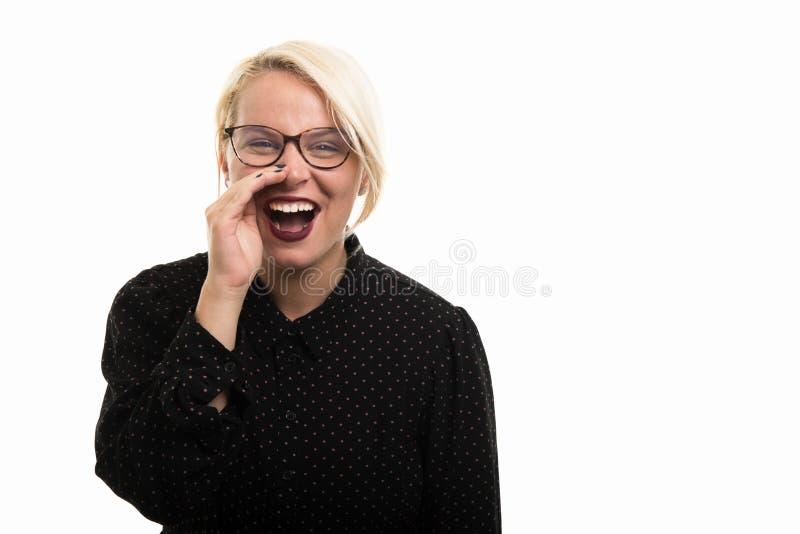 Blonde vrouwelijke leraar die glazen luid gillen dragen uit royalty-vrije stock afbeelding
