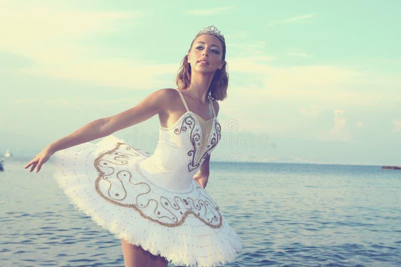 Blondeballerina stock afbeeldingen