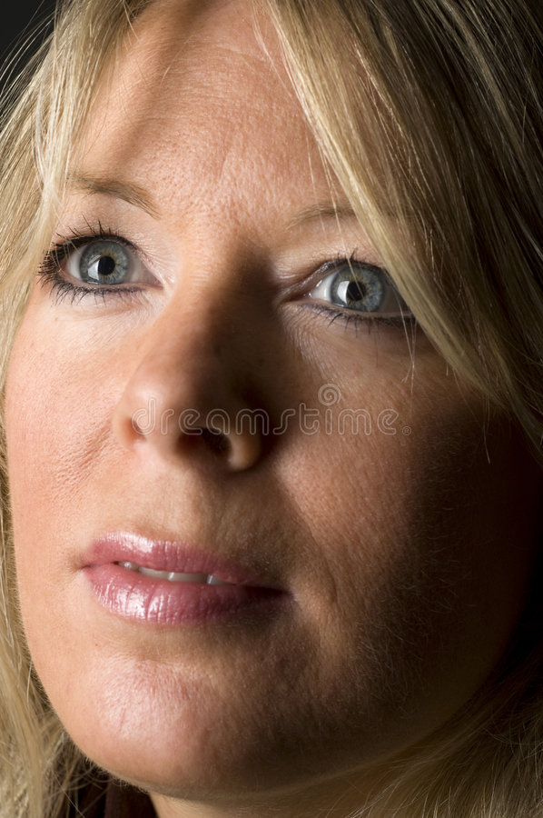 Blonder Frauenkopfschuß stockbilder