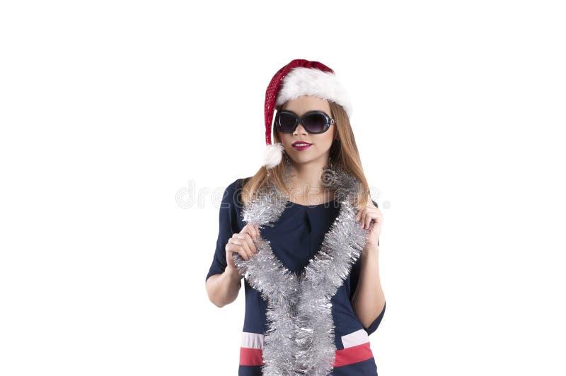 Blonder Sankt-Hut des schönen Mädchens, schwarze Sonnenbrille lokalisiert lizenzfreie stockbilder