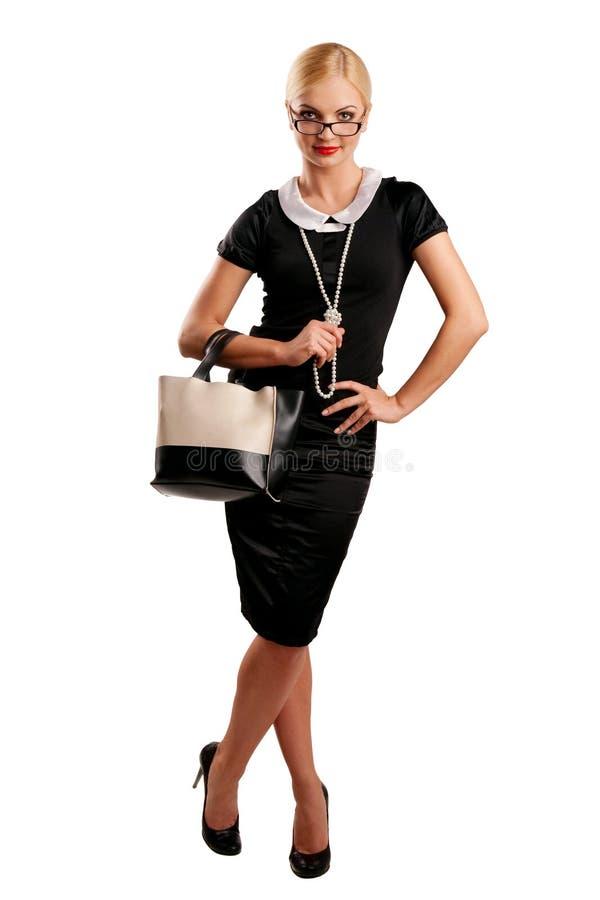 Blondes Mädchen in der schwarzen Kleidung mit Fonds stockfotos