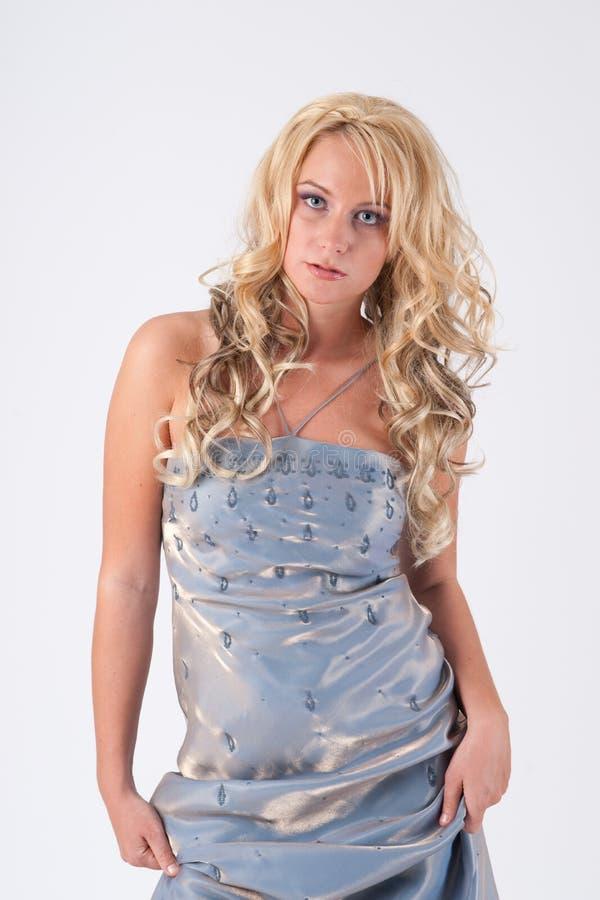 Blondes Mädchen im Abendkleid stockbilder