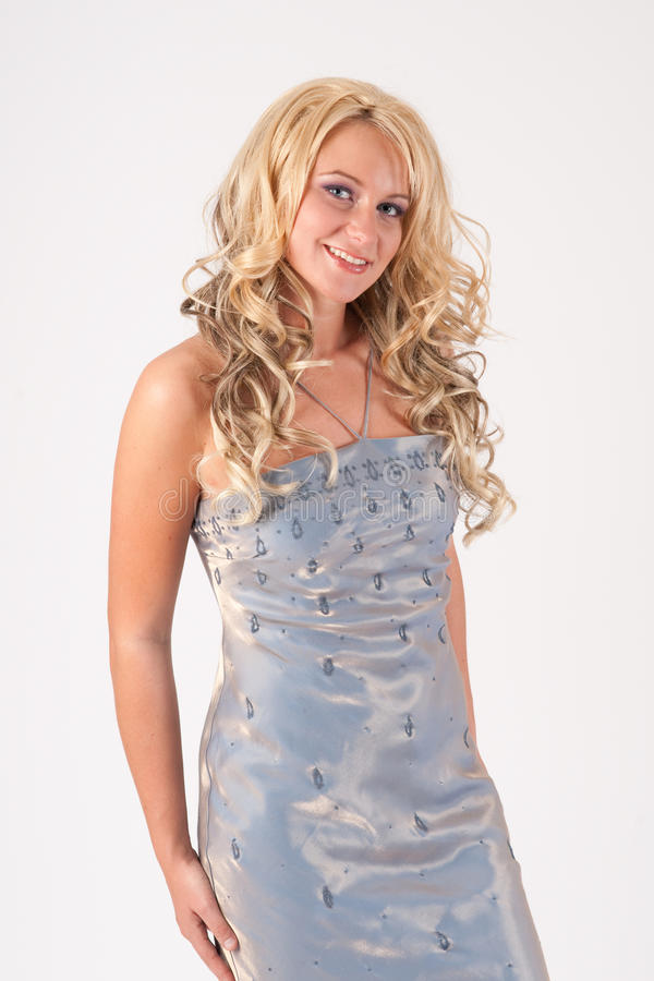 Blondes Mädchen im Abendkleid lizenzfreie stockfotografie