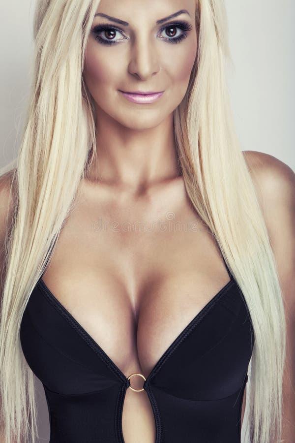 Mexikanische Frauen mit großen Brüsten