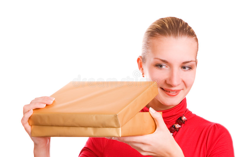 Blondes Mädchen mit einem Kasten stockfoto