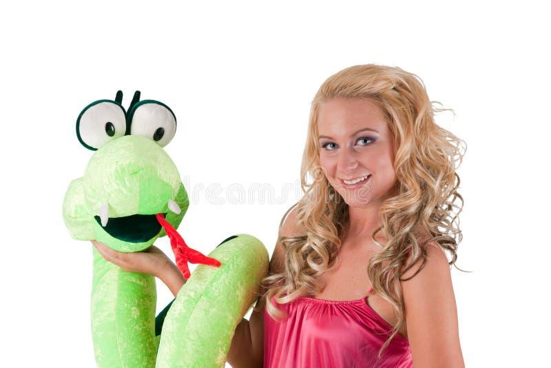 Blondes Mädchen mit einer Schlange lizenzfreie stockfotografie