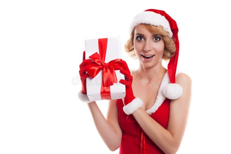 blondes Mädchen netten Sankt-Helfers mit Geschenkbox stockfoto