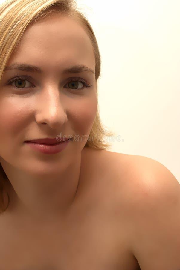 Blondes Mädchenportrait lizenzfreies stockfoto