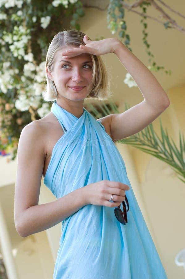 Blondes reizvolles Mädchen stockfoto