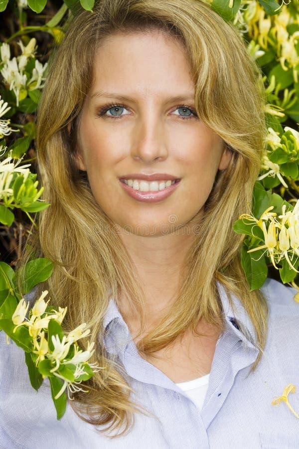 Blondes vorbildliches Portrait stockfoto