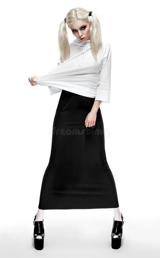 Download Blondevrouw In Manieruitrusting Stock Foto - Afbeelding bestaande uit uitrusting, kleren: 54080276